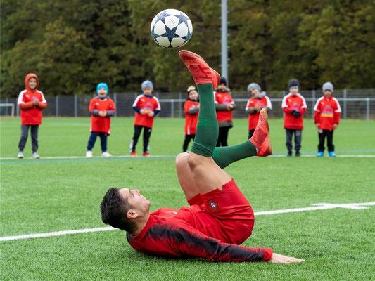 Fußballkünstler Cristiano Ronaldo Double Saki