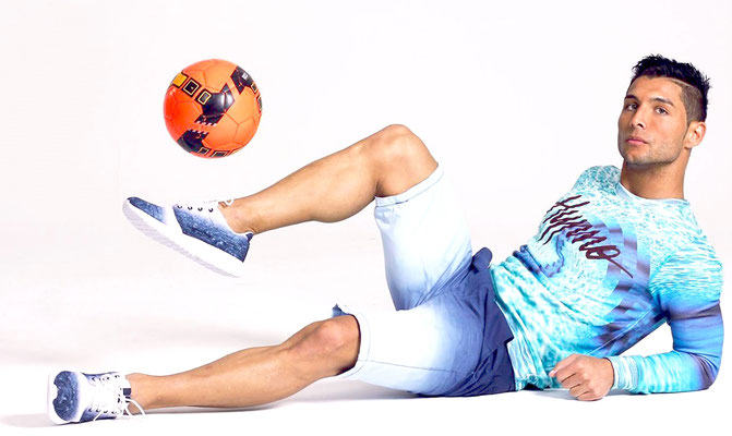 Fußball Freestyler Saki als Fotomodel