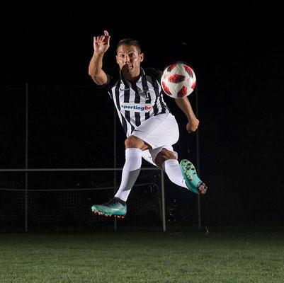 Fußball Jongleur Saki