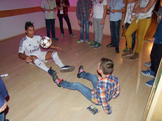 Ballkünstler Saki Fussballcamp