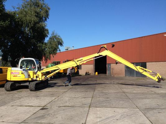 Hemos hydraulische giek 5 meter en 4,9 meter giek aan New Holland rupskraan.