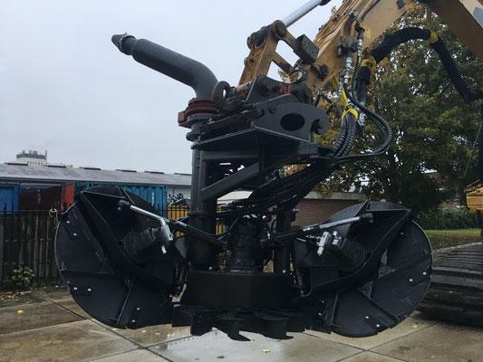 Hemos baggerpomp BP250 aan Caterpillar met 350pk hydraulisch powerpack. (Van Reel, Rouveen. Oktober 2016)