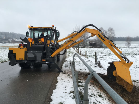 Hemos hydraulische 3-punts stobbenfrees type S850Z-280-280. 240 pk uitvoering. Gieklengtes 2,6 meter en 2,4 meter. Geleverd aanKeckeis Landschaftsplege, Moorenweis, Duitsland, Maart 2016