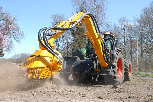 Hemos stobbenfrees type S850Z-480-500. Vernieuwde uitvoering met meer hydraulisch vermogen. Geleverd aan Donselaar, Rhenen. 2013