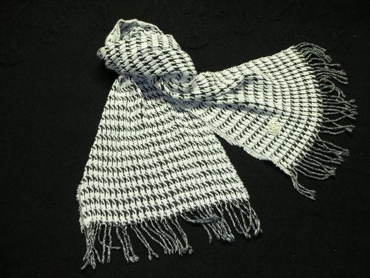 千鳥白黒マフラー ウール70%・アンゴラ29%・シルク1% 45cmХ165cm(よりフサ含まず)