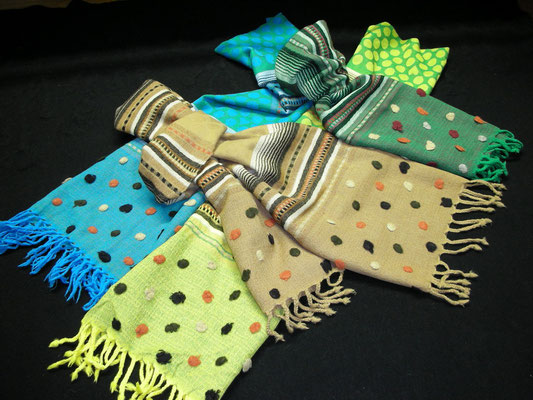 ボンボリ付色糸ボーダー水玉ハート入り柄 ウール100% 35cmХ190cm(よりフサ含まず)