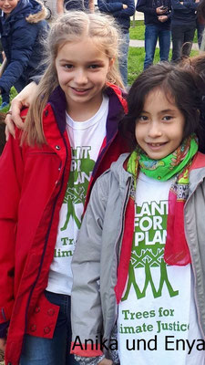 Enya und Anika von Plant for the Planet