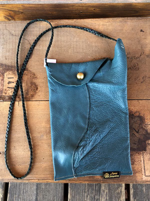 pochette cuir turquoise