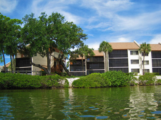 Midnight Cove II Vacation Rental right on the Intracoastal Sarasota Siesta Key