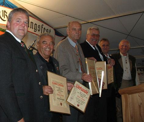 Franz Reiter, Reiner Kuhn und Sepp Kuhn werden zu Ehrenmitgliedern ernannt.