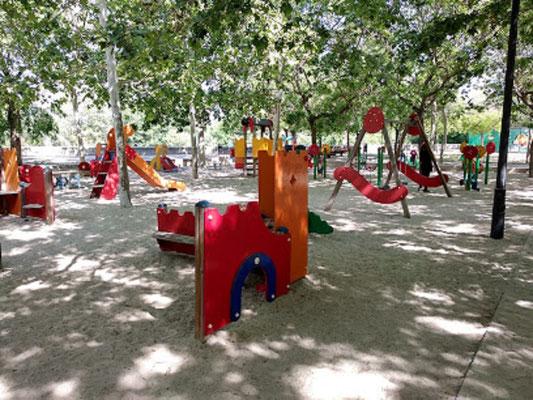 El parque de la Rambleta también   cuenta con una zona de juegos para niños