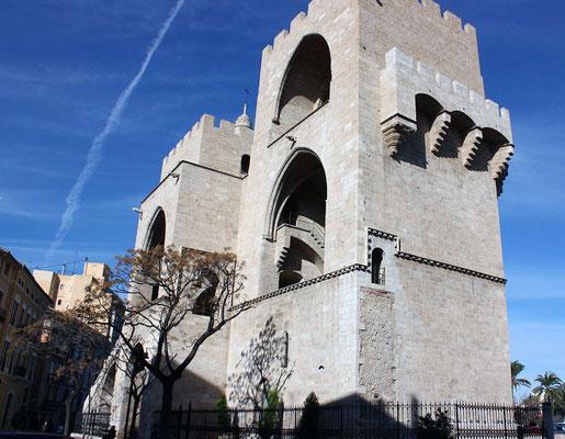 Parte lateral de las  Torres de Serranos de Valencia.