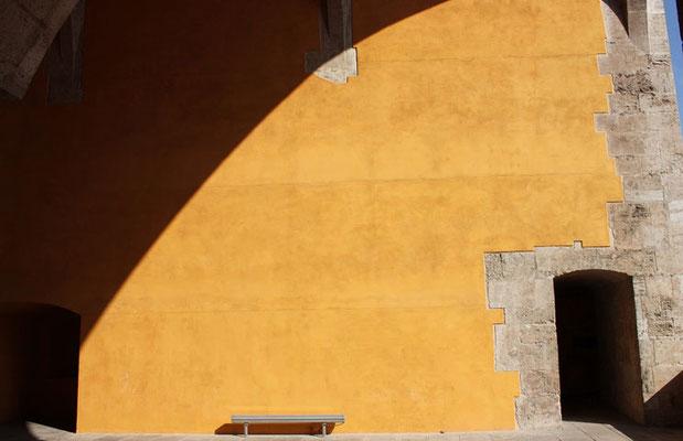 Entrada al primer nivel de las Torres de Quart en Valencia (Comunidad Valenciana).