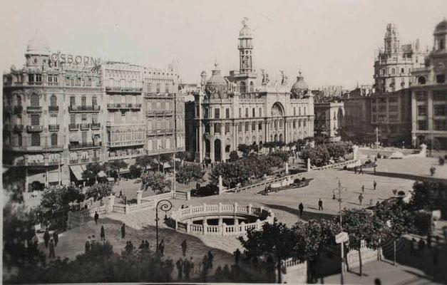 La antigua plaza del Ayuntamiento de Valencia años 30 o 40.