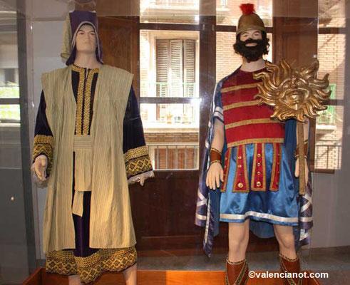 Personages vestidos de época   del museo de las Rocas o del Corpus de Valencia.
