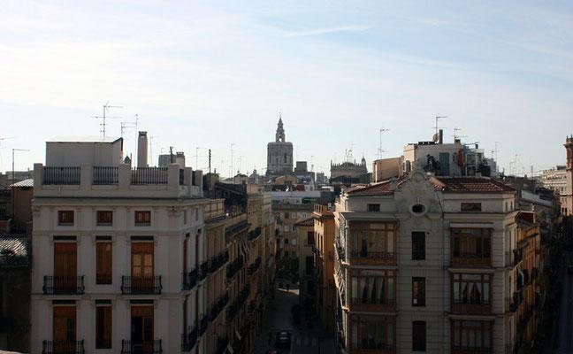 Vista la calle de serranos desde lo alto de las Torres desde otra altura.