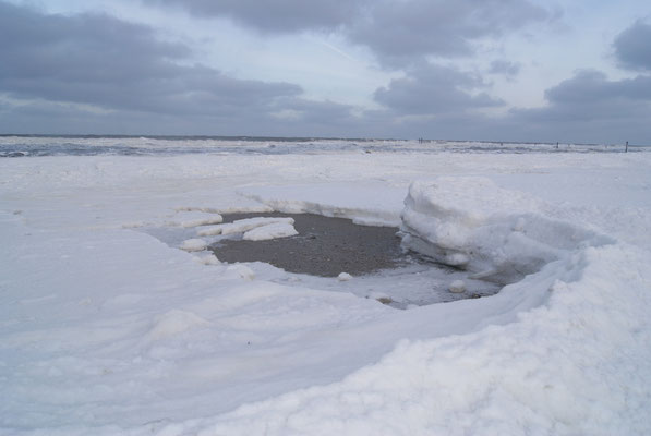 Eisschollen am Nordstrand Norderney