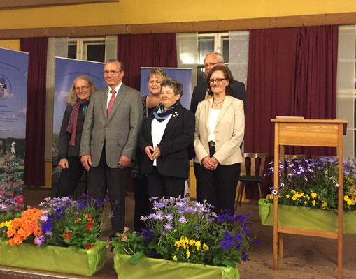 Die neuen Ehrenmitglieder Rosemarie Kohlbauer, Hanne Aumüller und Manfred Braun