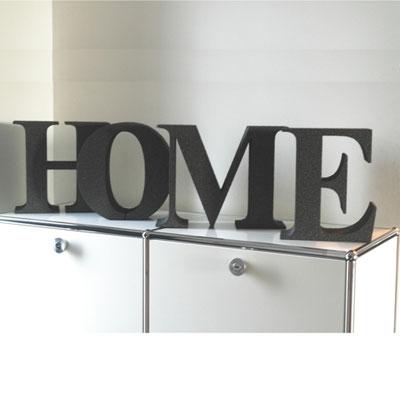 Buchstaben aus durchgefärbten EPS-Schaum in grau