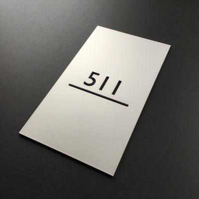 Zimmernummer für Hotels, hier in Aluminium silber eloxiert