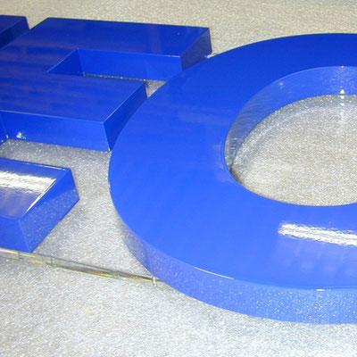 PVC-Hartschaum gefräst und hochwertig lackiert