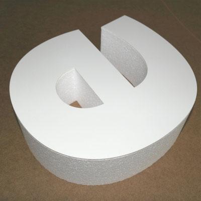 Styroporbuchstaben mit glattem PVC-Decker