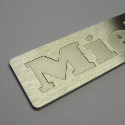 Edelstahlschild Logo geätzt