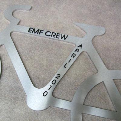 Fahrradkontur gelasert mit Beschriftung in Acrylgla