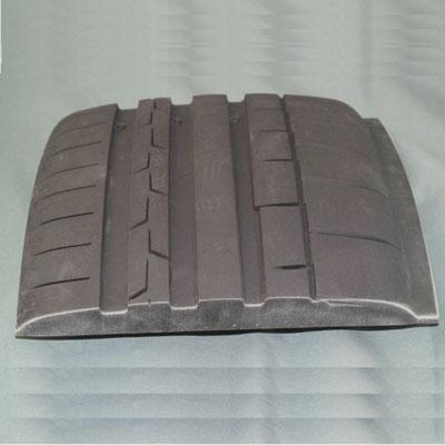 Besäumung eines Reifenprofils