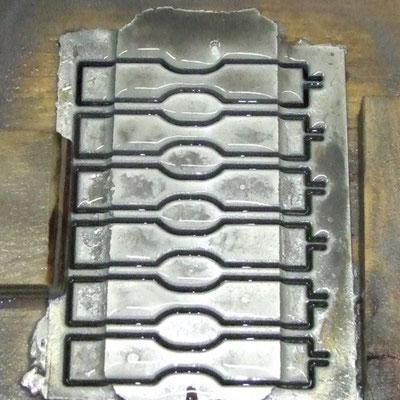 Zugproben aus speziellem Kundenmaterial, wasserstrahlgeschnitten