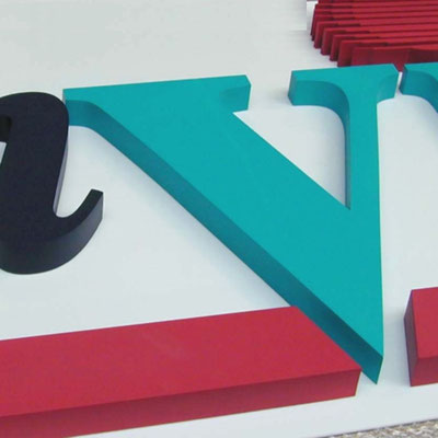 PE-Schaum in Logofarben lackiert
