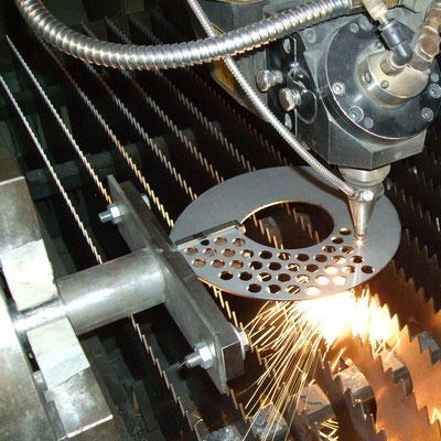 Bohrungsbild in Wendel lasergeschnitten
