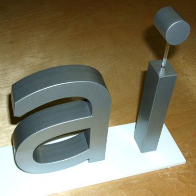 lackierte Buchstaben freistehend