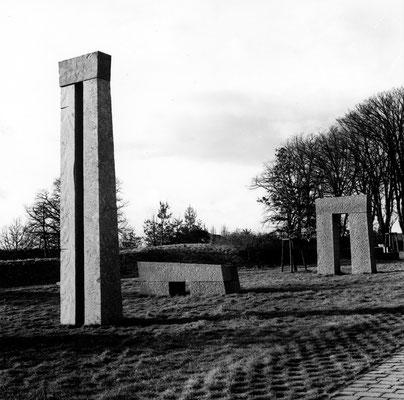 Tor Bank Turm, 1992/93, Anröchter Dolomit, 360x240x80 cm,120x320x92 cm, 560x100x62 cm, Städtische Kliniken Osnabrück