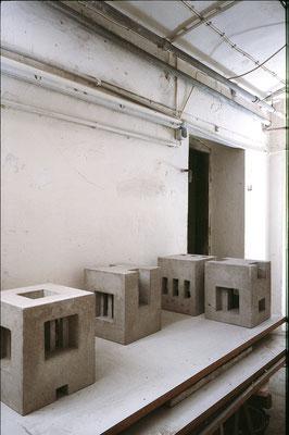 Keller im Kelleratelier, 1999, Betonguss, je 28x25x25 cm