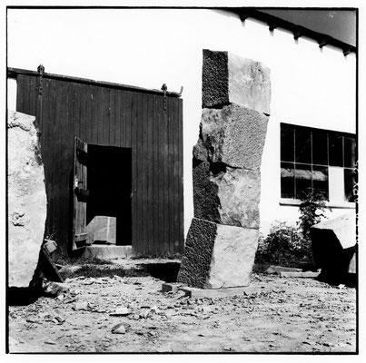 Endliche Säule, 4-teilig, 1992, Anröchter Dolomit, 225x40x40 cm