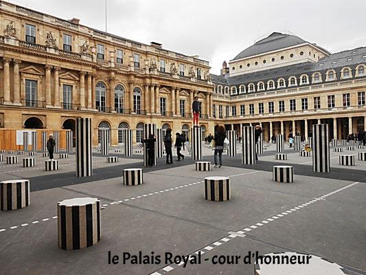 les colonnes Buren du Palais Royal