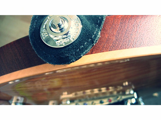 Security Locking Pin an Framus Panthera E-Gitarre