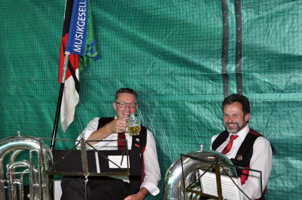 Die Musikanten beim Pausen-Bier