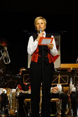 Die Präsidentin Esther Hartmann-Stocker heisst alle herzlich Willkommen