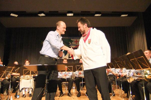 Präsident Beat Schmidiger gratulierte Sepp Bachmann zum Eidg. Veteran
