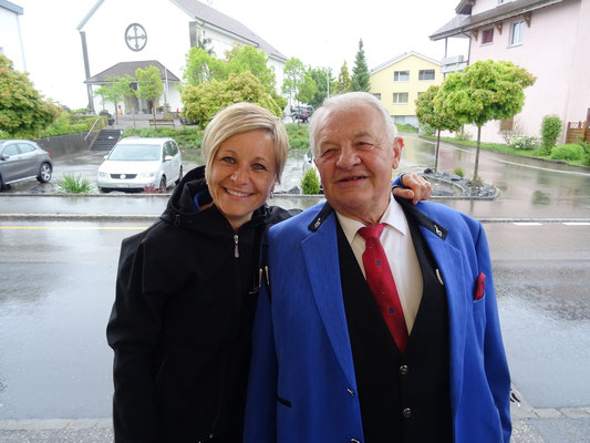 Der Kantonale Ehrenveteran Sepp Stocker mit seiner Tochter, und Präsidentin, Esthi Hartmann-Stocker