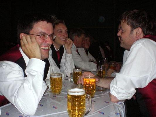 Die Musikanten bei Bier...