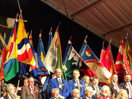 Die Fahne der MG Römerswil macht sich gut