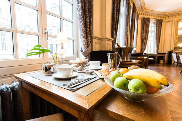 Hôtel Marotte 5 étoiles, hôtel de luxe, salle de petit déjeuner, petit déjeuner continental et occidental