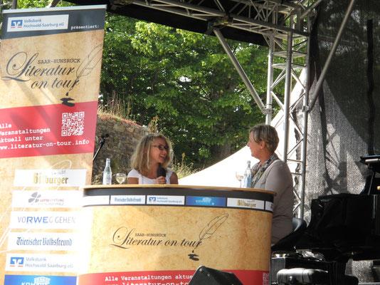 Interview mit Brigitte Nehmzow auf der großen Bühne