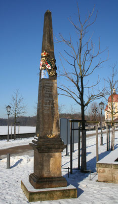 Distanzsäule Moritzburg, Schlossallee (rechts)