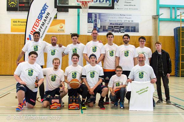 Das Team mit ihren neuen Aufstiegs T-Shirts