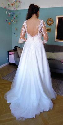 Brautkleid mit tiefem Rücken und Schleppe
