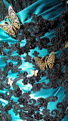 Schmetterlinge und Spitze am Brautkleid